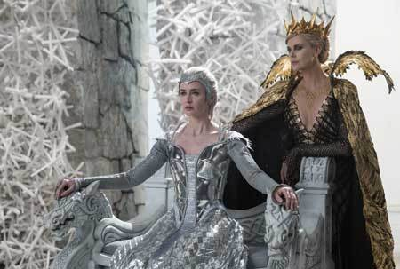 the-huntsman-queen-freya-ravenna